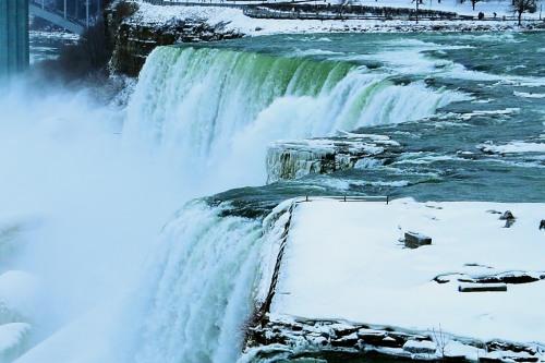 You don't have to stash your personal tech in a barrel at Niagara Falls to risk losing it while traveling.  If you're not careful, there's plenty of opportunity to part with your gadgets along the way.