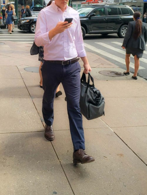 walking-with-smartphone