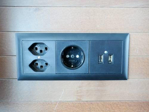 power-outlets-at-zurich-airport